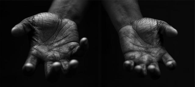 hands-698561_640